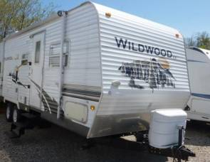 2008 Wildwood 26TBSS with super slide & triple bunks