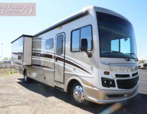 2016 36' Bounder - BUNKS - 1 1/2 bathrooms!