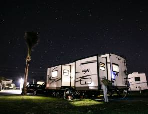 2017 Flagstaff 30 feet 26VFKS