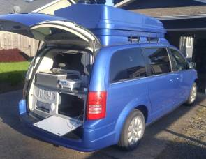 2010 Chrysler Town & Country Camping Van