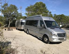 2014 Mercedes Benz Airstream Luxury 8 Passenger