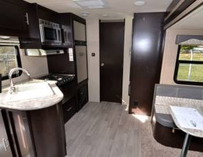 2016 Dutchmen/Kodiak Express 23' Ultra-Lite 223RBSL, sleeps 3 to 4, delivery to your camp site is available