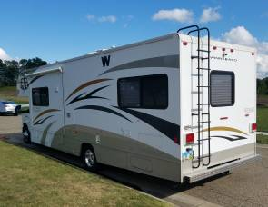 2010 Winnebago 32J Bunk House