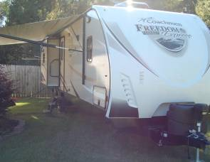 2017 Coachman Freedom Express Liberty Edition (320BHDSLE)