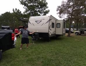 2017 keystone hideout 242lhs