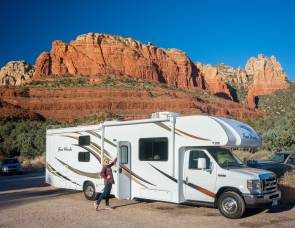 2018 Thor Four Winds 30D #2