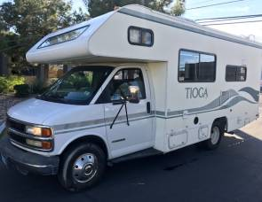 2005 CHEVY 24FT CLASS C RV SLEEPS 6 DRIVES LIKE A CAR NICK NAME (PAULA)
