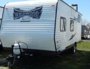 2013 Wildwood by Forest River X-lite Series M-195BH