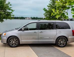 2014 Chrysler Town & Country Camper/Minivan
