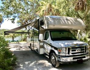 2016 Thor Motorcoach Private Bedroom w/ Walk-Around Bed