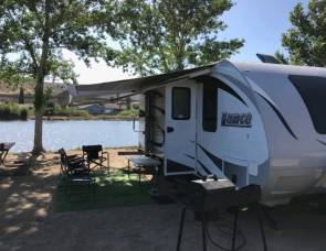 LUXURY LANCE TRAILER WITH BUNKS
