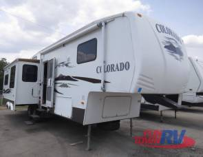 2008 Colorado 31RL - Rear Living with 2 New leather recliners and ottomans