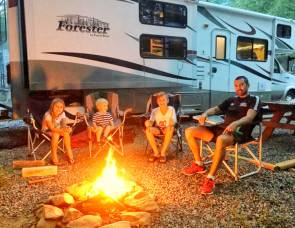 2012 DOG FRIENDLY! FORESTER BUNKHOUSE! SLEEPS 10!