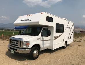 2014 Thor Motor Coach Four Winds Majestic