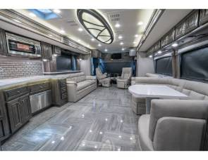 2019 fleetwood Aspire 44B Bath & 1/2 Luxury RV W/ Theater Seats, Solar