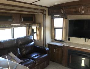2016 Keystone  Outback 3 slide outs and a king size bedroom