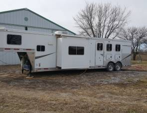 2012 Lakota  Charger 3 horse w/15 ft living quarters