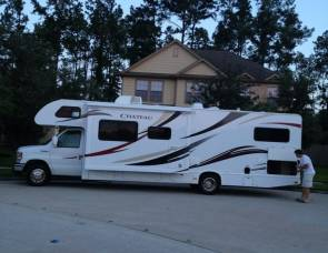 2013 Thor Chateau with Bunk Beds!!
