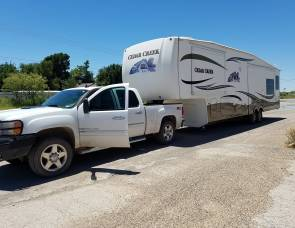 2011 Cedar creek 5 th wheel
