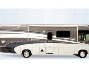 2005 35A Winnebago Adventurer