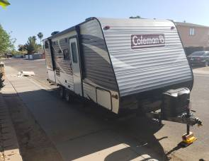 Travel Trailer that sleeps 5-6