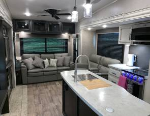 JAYCO TWO BEDROOM 5TH WHEEL. DELIVERY/SETUP AVAILABLE