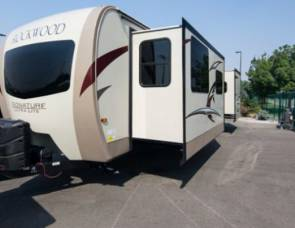 2018 Forest River RockWood Signature Series Ultra Lite 8335BSS