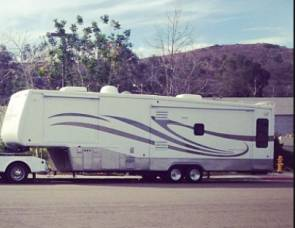 2005 Doubletree Mobile suites