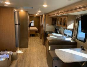 2016 Thor Hurricane 34J -Live Satellite TV, outdoor TV-kitchen-frig, sleeps 10 w bunks, dog friendly, $1/mile charge