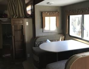 2015 Coachman freedom express   282 bhds