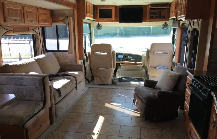 RV rent 1 at Burbank, CA| Sleeps 8