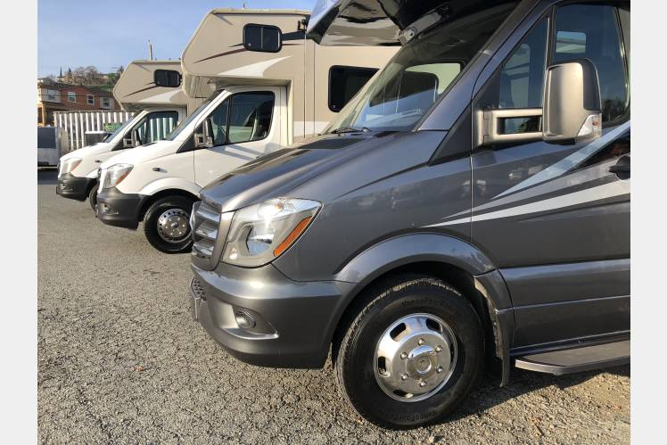 RV 3 2018 Mercedes Benz Melbourne 24L Turbo Diesel 20 MPG!