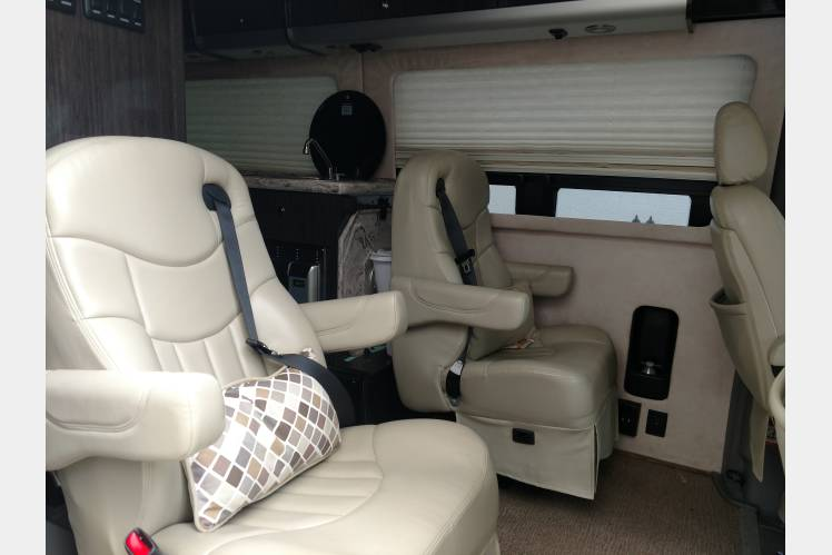 18 Mpg Luxury Coach 2012 Airstream Interstate King Bed