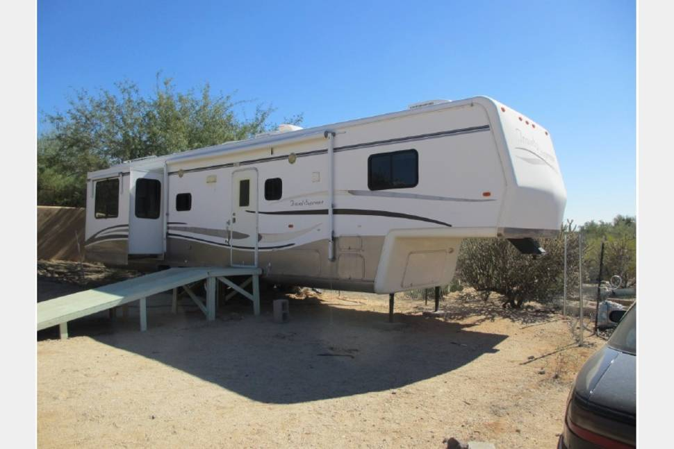 united rv center travel trailers motorhomes and fifth autos post. Black Bedroom Furniture Sets. Home Design Ideas