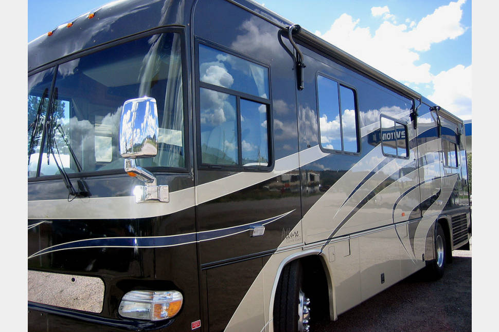 2004 Country Coach ALLURE SEASIDE - CAMP, CRUISE & WE DELIVER IF PREFERRED