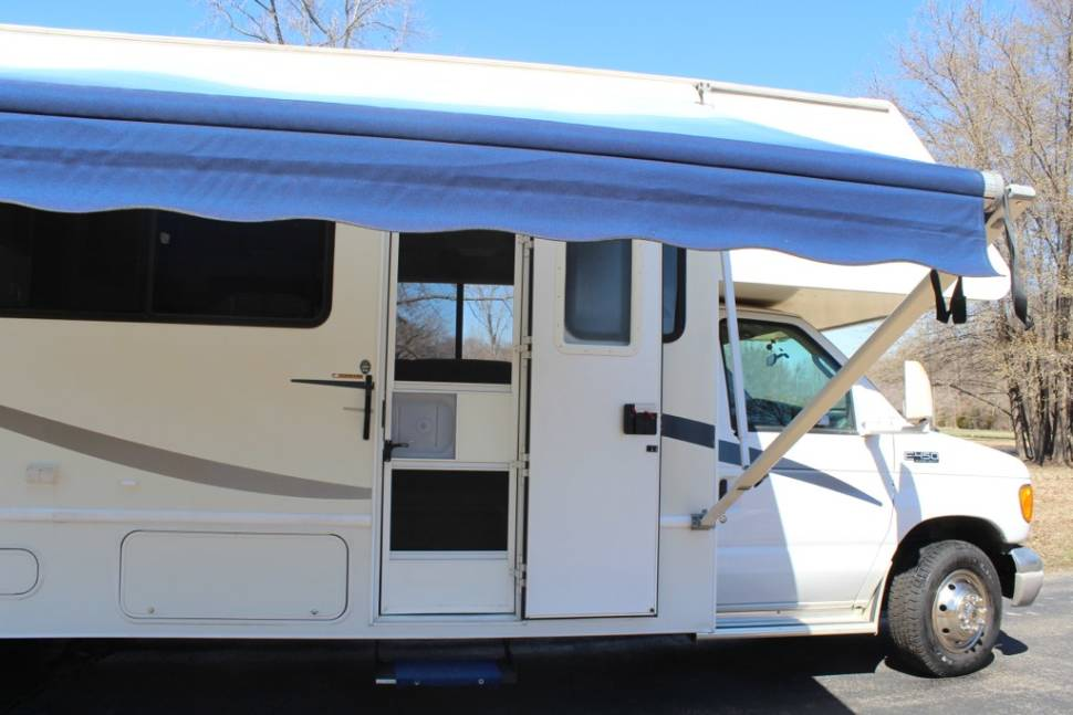 2004 Four Winds M-31Z E45 - A Comfortable and Powerful Motorhome for your Family Vacation!