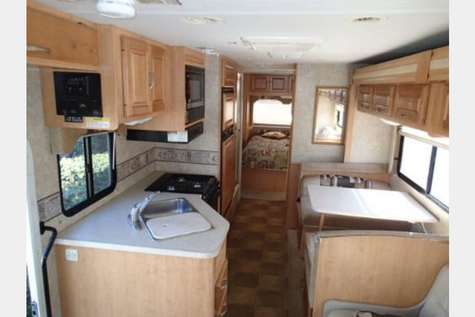 2006 Four Winds  M-31F WH  - 31' Four Winds Class C MotorHome