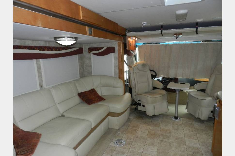 2010 Gulf Stream Montaj Series M-29H  - Say Hello to Nikki: a modern, easy to drive Class A. Perfect choice for first time RVer's