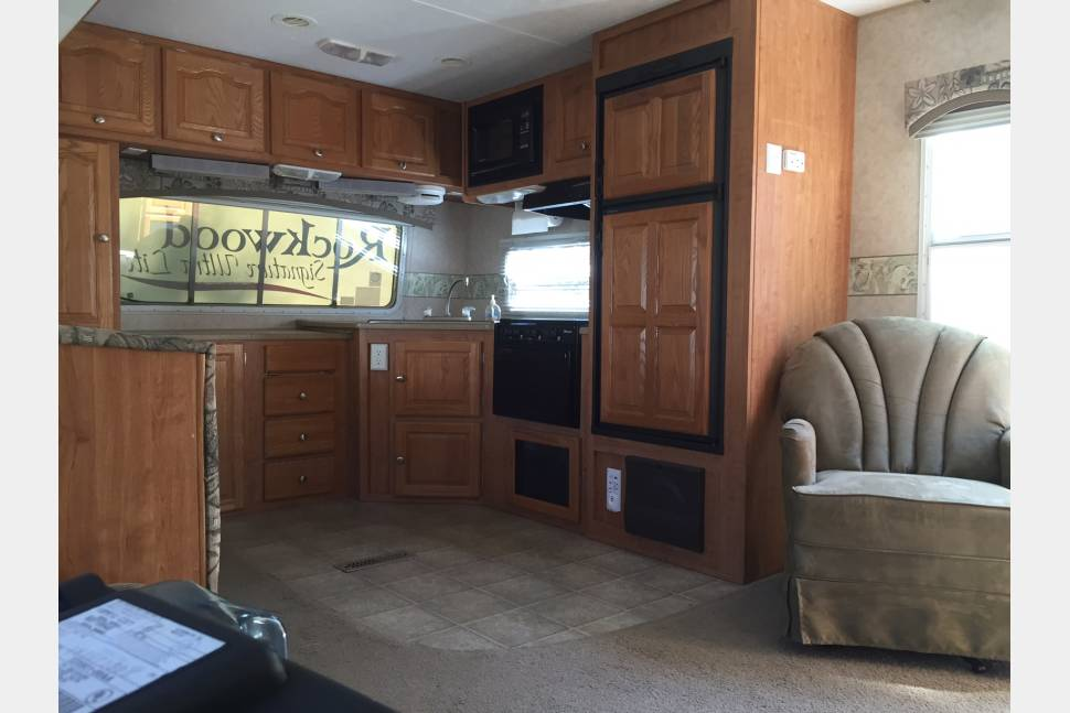 2007 Rockwood  M-8296SS  - YOU CALL WE HAUL!    Beach camping vacation for the family!
