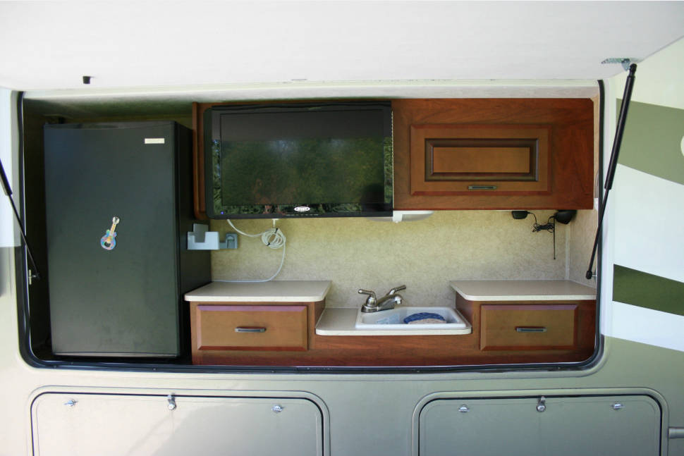 2013 Forest River Forester 2861 - Tons of Room Class C with Outdoor Kitchen and Grill and In Motion DirecTV