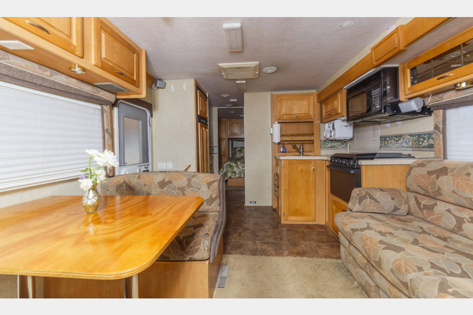 2004 Jayco Granite Ridge Series M-2900 GS - Travel in Style with the Comforts of Home! 29ft