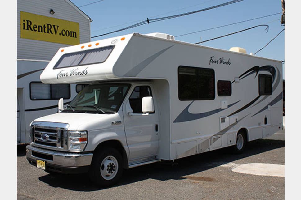 2011 FOURWINDS 28A - Just put it in service, 30' long unit with power awning and 12V TV/DVD