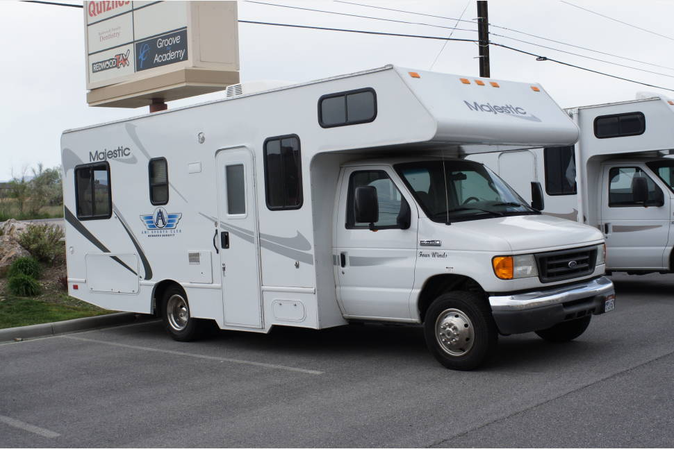 2008 Majestic LkSide 23A - Rent our Lake Side RV, and take home with you; travel with comfort and convenience