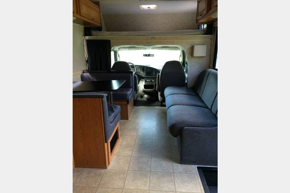 2006 FourWinds Majestic 28-A - Travel with ease and comfort in your home away from home!