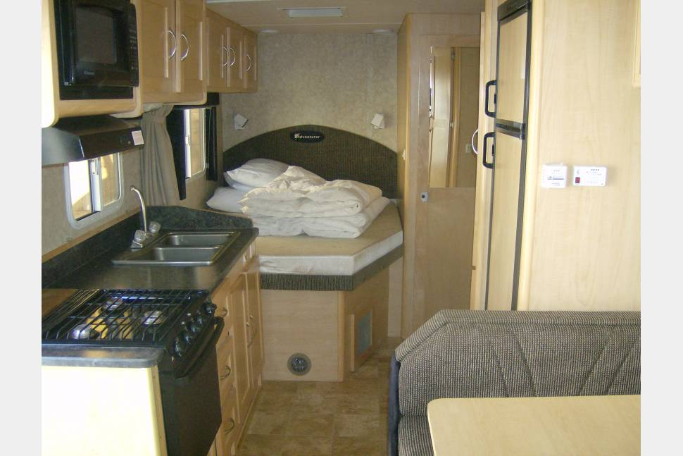 2009 Adventure PMH 6 - The Best RV in Town
