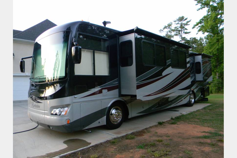 2012 Berkshire 390BH - Beautiful Berkshire!
