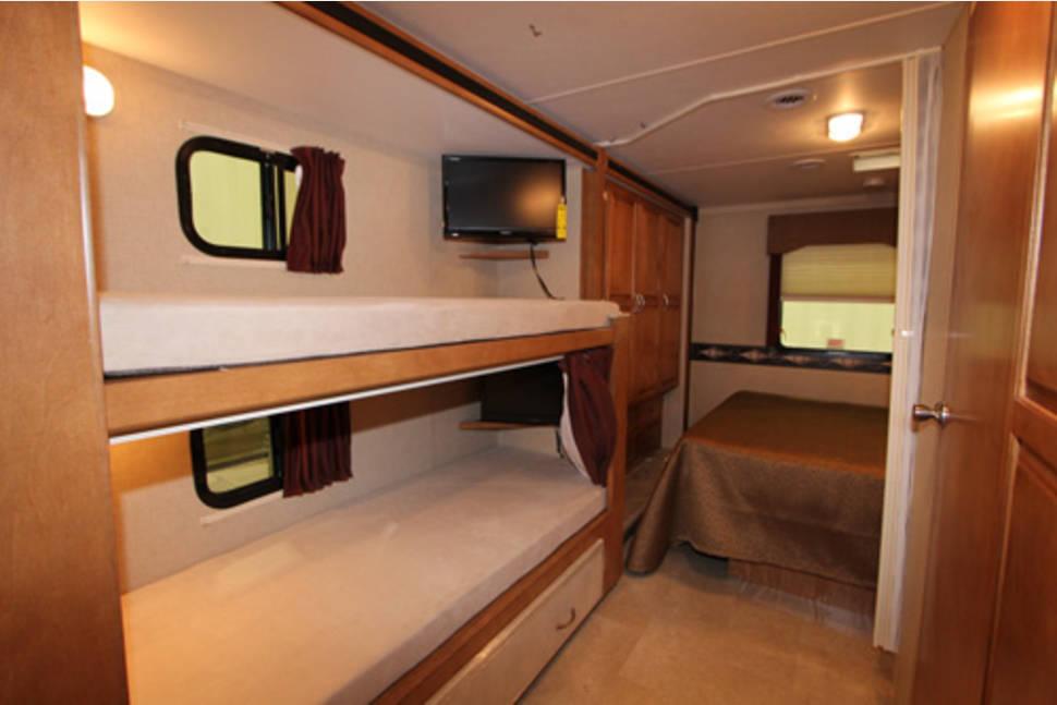 2016 winnebago minnie winnie 31h bunk beds rv rental in for Rv loft bed