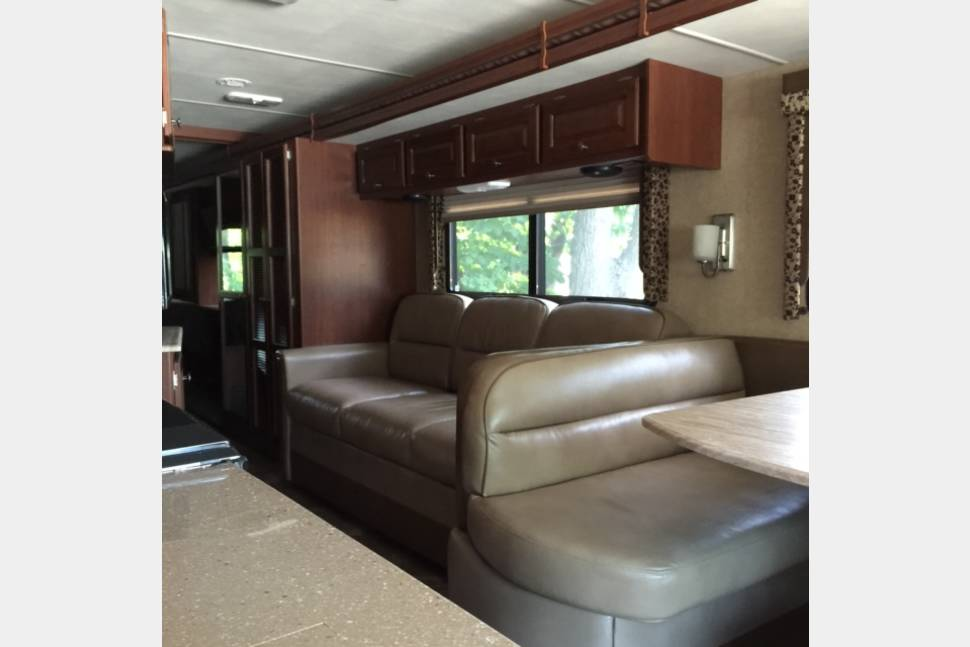 2015 2015 Thor Motor Coach - New Luxury Vacation Coach! Lots of ammenties!