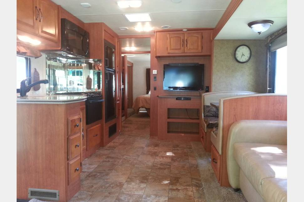 2013 Coachman Mirada 34B - Travel in Comfort and Style in this Coachmen Mirada Class A RV