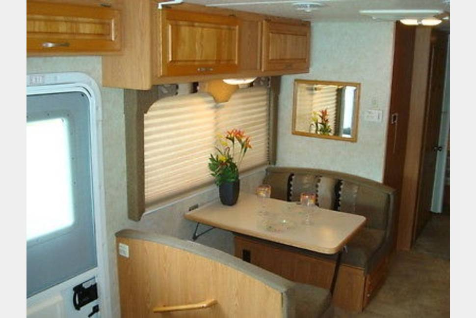 2004 Four Winds/Hurricane - 30 foot Four Winds Hurricane. Vacation in style. All the comforts of home. Now that gas prices are coming down it's a good time to RV.